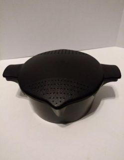 Pampered Chef Microwave 2 Qt Rice or Vegetable Steamer With Strainer Lid