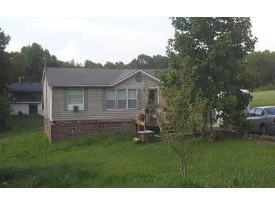 2 Bath Preforeclosure Property in Charlotte, TN 37036 - Hooper Rd