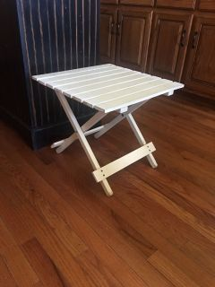 CUTE LITTLE OUTSIDE TABLE IT FOLDS AND MEASURES 18x18x16