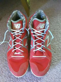 New Balance 3000 RevLite mens size 10 red and white metal baseball cleats with toe protect. $10 Smoke free home.