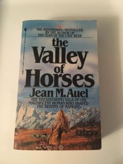 Jean M. Auel - The Valley of Horses Paperback Book