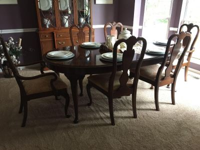 Dining table w/one leaf and 6 chairs