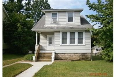 Parkville - This is a spacious 3 bedroom cottage with hardwood floors.