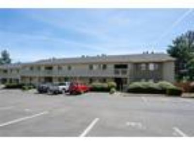 Bremerton Real Estate Condo for Sale. $179,500 2bd/1.5 BA.