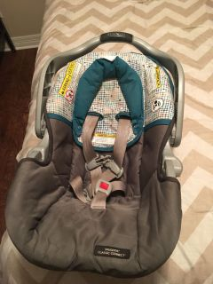 Graco infant car seat with 2 bases