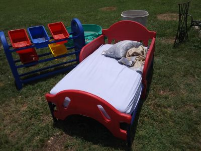 Toddler bed with organizer