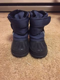 Toddler size 5 snow boots