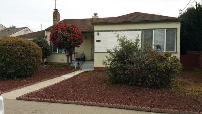 Room for rent in San Leandro. Close to 880 Davis exit