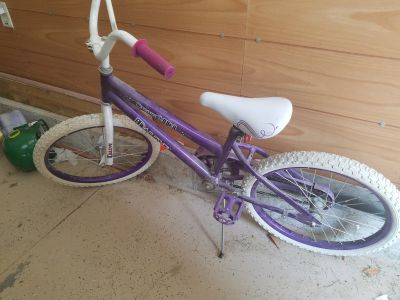 Girls bike for up to age 9 or 10. 18 inch I think