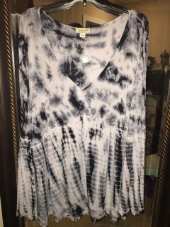 LIKE NEW! ONE WORLD Brand Black/White Tie Dye Swing Top - 2X (but roomie enough to fit 3X too)