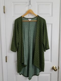 LulaRoe Lindsey Size Small ( fits small to 3X)