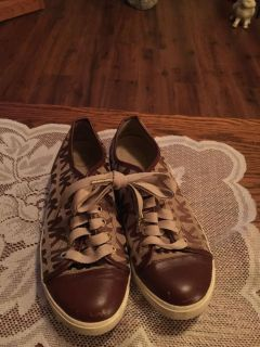 Michael kors sneakers size 7 1/2 good condition
