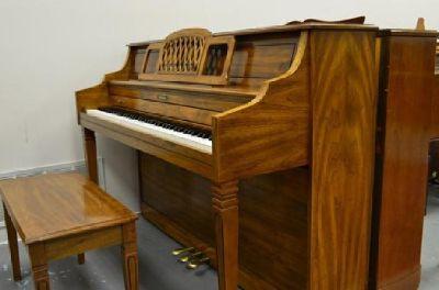 $2,988 1990 Baldwin Classic console - Pecan
