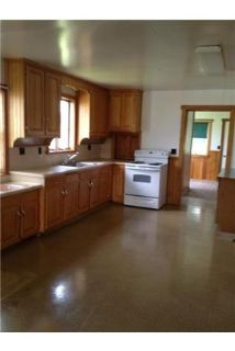 Huge kitchen/dinning room with walk in pantry. Washer/Dryer Hookups!