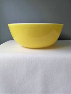 Vintage Pyrex Nesting/Mixing Bowl Primary Color Yellow 404 Very Good Used Contition