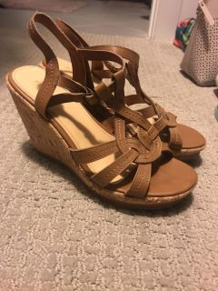 Tan wedges size 7.5