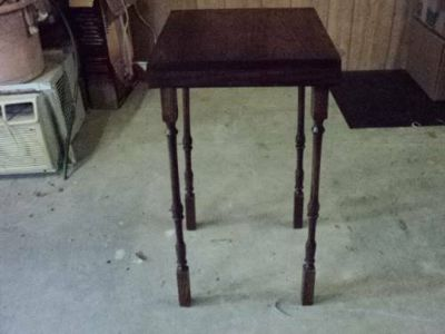 SPINDLE LEG PLANT STAND OR END TABLE