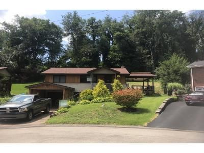 3 Bed 1 Bath Foreclosure Property in Irwin, PA 15642 - Semple Dr