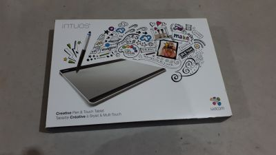 CTH680 Intuos Creative Pen & Touch Tablet (Medium)