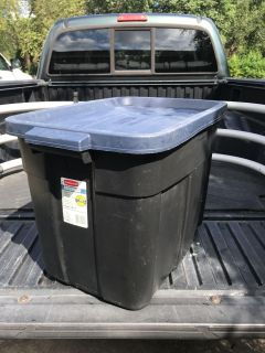 Roughneck Tote, Rubbermaid, 18 Gallon, Very Clean!