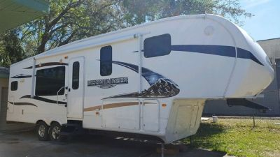 By Owner! 2011 34ft. Keystone Montana Mountaineer 295 RKD w/2 slides
