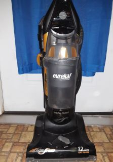 Good vacuum ,has stretched belt so itll need replaced. Lj p/ u no holds
