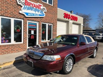 2004 Lincoln Town Car Signature (Maroon)