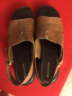 NATURALIZER LEATHER SANDALS... SIZE 9