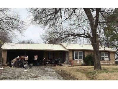 2 Bed 1 Bath Foreclosure Property in Pauls Valley, OK 73075 - S Montie Ave