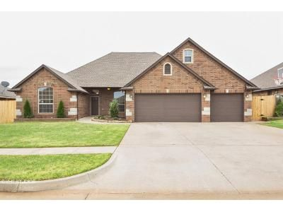 4 Bed 3 Bath Foreclosure Property in Mustang, OK 73064 - W Windmill Ct