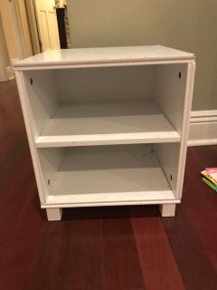 Cute small end table with shelves perfect for kids rooms!!! Ppu only flash sale