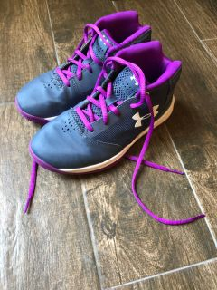 Girl s basketball shoes size 3