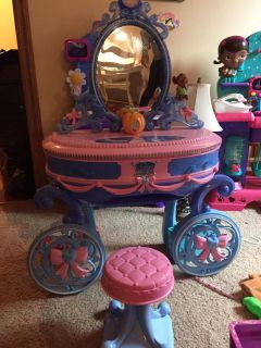 Cinderella vanity with stool plays music and lights up