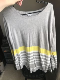 Gray and yellow striped light weight top