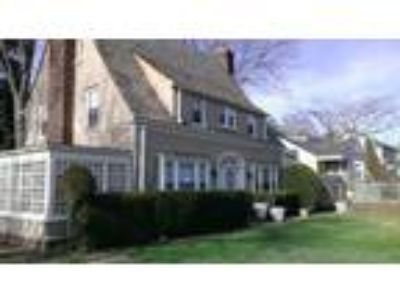 Locust Valley House For Sale/Near Village And Train