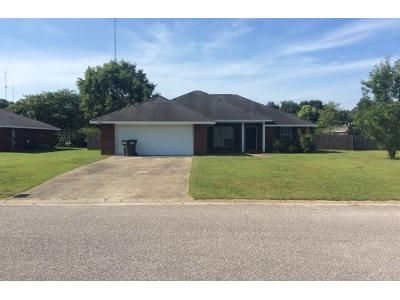 3 Bed 2 Bath Preforeclosure Property in Robertsdale, AL 36567 - Heartland Cir