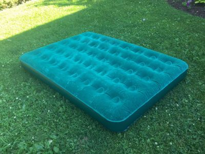 Full Size Air Mattress, excellent condition **READ PICK-UP DETAILS BELOW