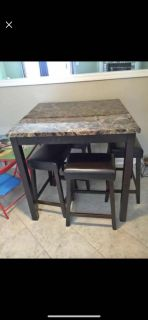 Dining room table 4 stools