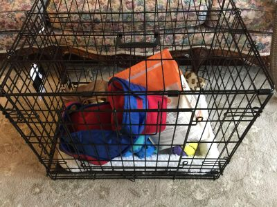 24 pet crate (practically Brand New)