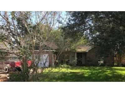 3 Bed 2 Bath Foreclosure Property in Broussard, LA 70518 - Kettle Ct