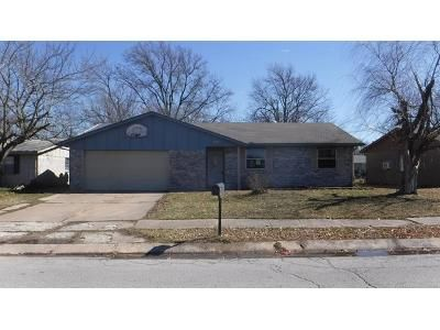 3 Bed 1.5 Bath Foreclosure Property in Broken Arrow, OK 74012 - S 116th East Ave