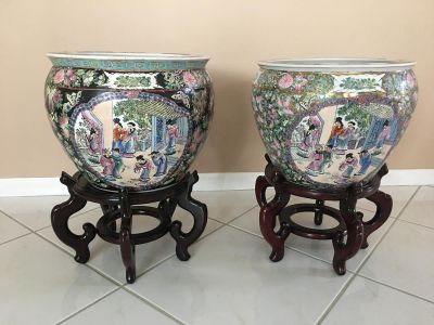 Porcelain fish bowls with stands
