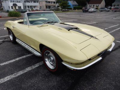 1967 Chevrolet Corvette 2dr Convertible (Yellow)
