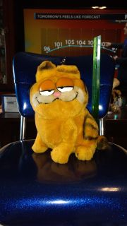 """9.5"""" Large vintage 1981, Garfield plush doll. Ave online price w/shipping is $27.00. Asking $18.00"""