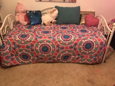 Daybed with trundle, 2 mattresses, bedding...