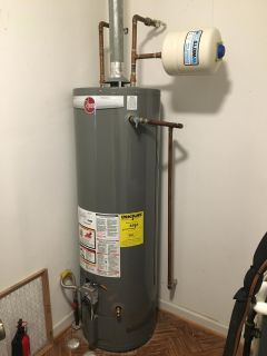 Rheem Professional Classic Atmospheric 40 Gallon Natural Gas Water Heater with 6 Year Limited Warranty