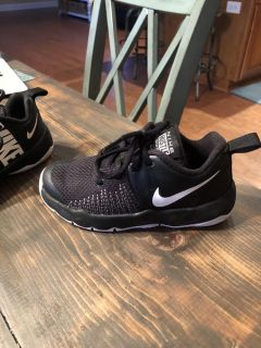 Boys Nikes 11 cross posted