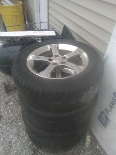 """17"""" Alloy rims with 235/60 tires"""