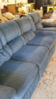 nice lazy boy recliner couch an chair