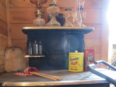 Antique cook stove (COTTAGE CRAWFORD)